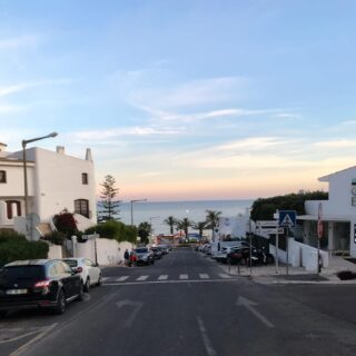 Road to the weekend starts here  #albufeira #weekendvibes #beachlife #dinnertime #beachmood
